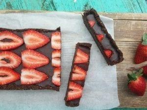עוגת שוקולד ותותים מסדנת מתוקים טבעוניים