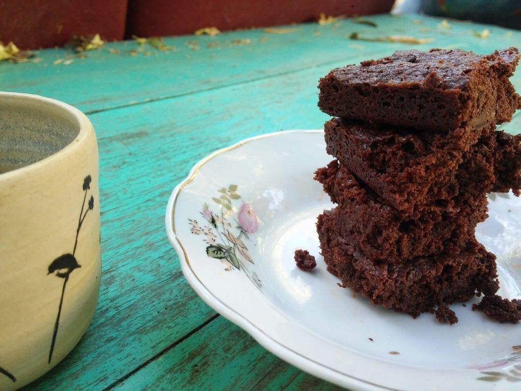בראוניז טבעונים עם שוקולד אמיתי