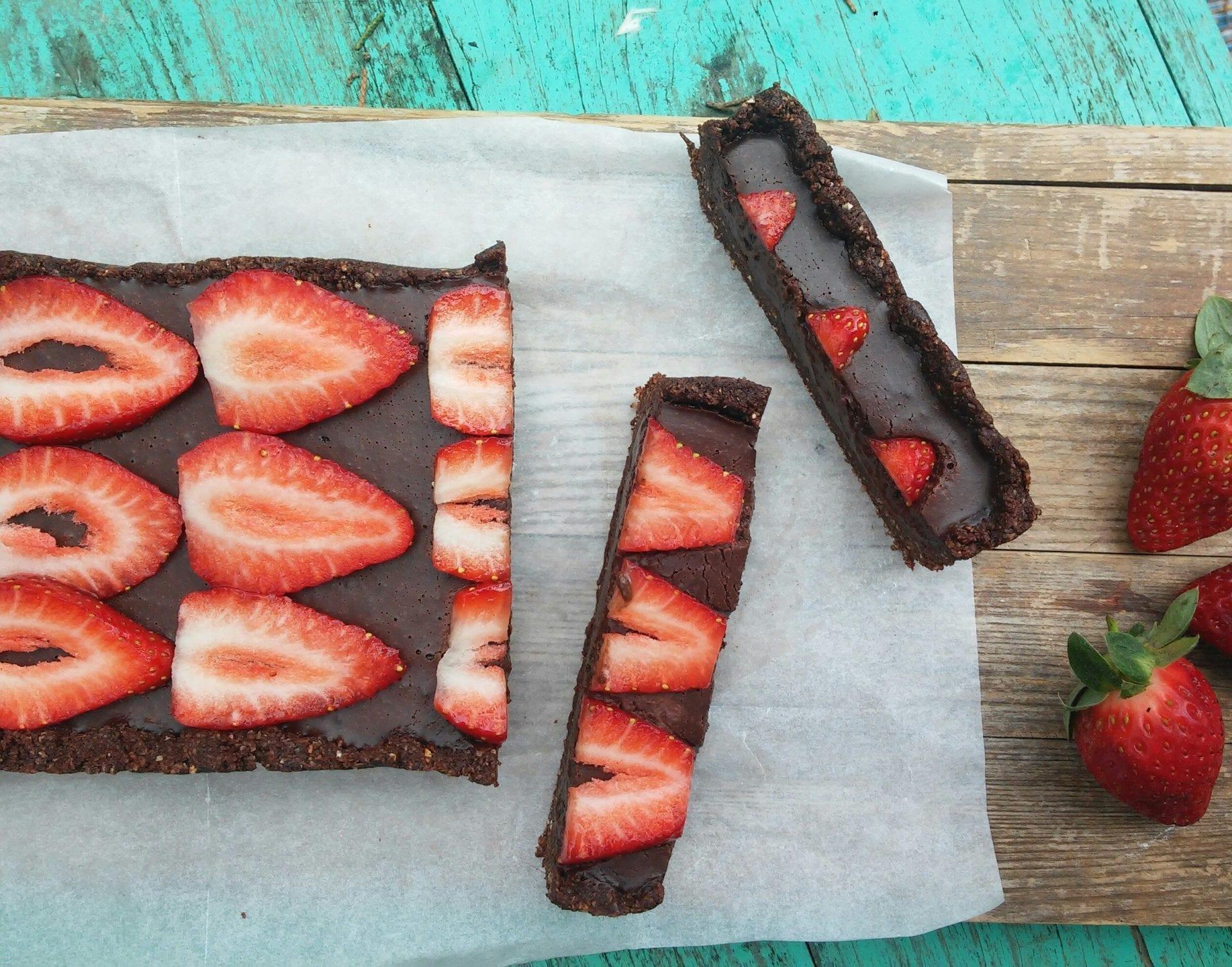 טארט שוקולד תותים טבעוני מושלם