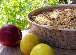 קראמבל פירות קיץ טבעוני ללא גלוטן שאפשר לנשנש בלי רגשות אשמה
