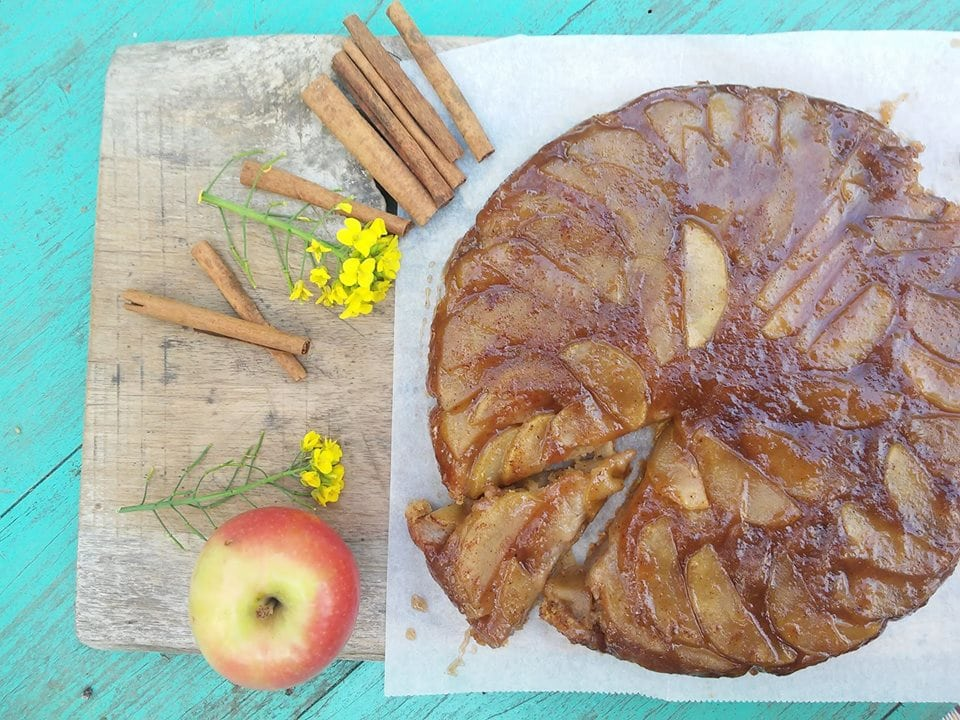 עוגת תפוחים הפוכה טבעונית