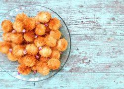 קטאיפי – כדורי קדאיף יוונים עם מוצרלה טבעונית בניחוח הל ומי ורדים