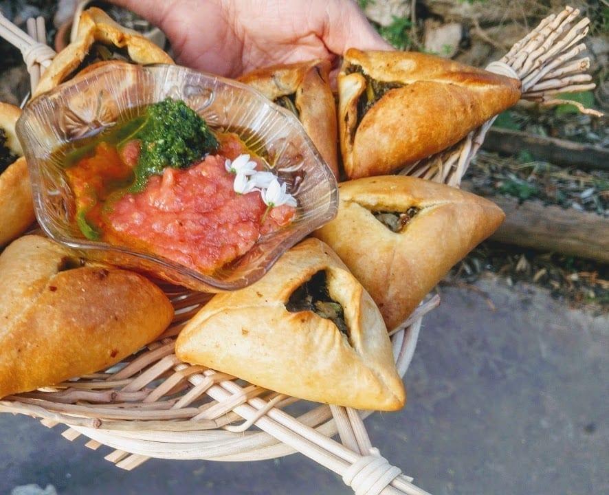 פטאייר – מאפה ערבי במילוי ירוקים עונתיים וסומאק