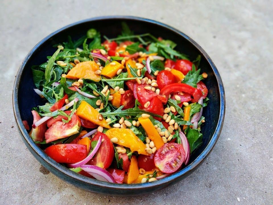 סלט מנגו ועגבניות קיצי
